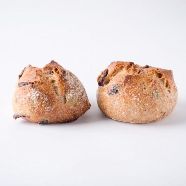 http://capitalbread.com/wp-content/uploads/2018/10/29-Rolls-and-Buns-Mini-Olives-Custom-640x640.jpg